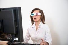 Incrédulo - pessoa do negócio com vidros 3d imagem de stock