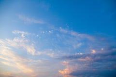 Incredibly härlig solnedgång, moln på solnedgången, färgrik solnedgång Arkivfoto