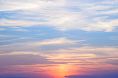 Incredibly härlig solnedgång, moln på solnedgången, färgrik solnedgång Fotografering för Bildbyråer