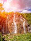 Incredibly härligt sagolikt magiskt landskap med en vattenfall Royaltyfria Foton