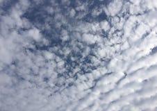 Increspatura di Autumn Sky Clouds Blue White Immagini Stock