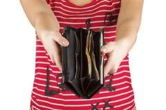 Increspi con soldi nelle mani delle donne, denaro per le piccole spese Immagini Stock