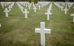 Incroci bianchi in cimitero americano, Coleville-sur-MER, Omaha Bea Fotografia Stock