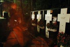 Incroci bianchi commemorativi con le immagini del fantasma a Berlino fotografia stock libera da diritti