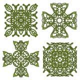 Incroci celtici ed irlandesi isolati verde Immagini Stock