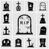 Incroci del cimitero ed icone delle lapidi messe Immagine Stock