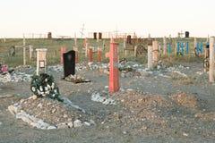 Incroci e lapidi su un cimitero Fotografia Stock