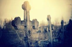 Incroci sepolcrali al cimitero immagini stock