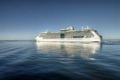 Incrociatore sul mare aperto Fotografie Stock