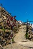 Incrocio del treno sul passaggio nelle alpi svizzere - 1 di Bernina Immagini Stock Libere da Diritti