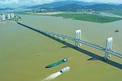 Incrocio della nave Sai Van Bridge, Macao, Cina immagine stock