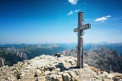Incrocio della sommità sulla cima della montagna nelle alpi di Allgau Fotografia Stock