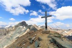 Incrocio della sommità sulla montagna Saulkopf e sul panorama del ghiacciaio, alpi di Hohe Tauern, Austria Immagini Stock