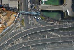 Incrocio della via e canale dell'acqua Fotografie Stock