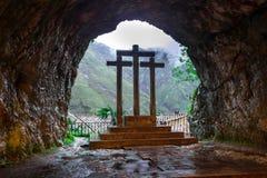 Incrocio dentro la caverna santa di Covadonga II fotografie stock libere da diritti