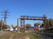 Incrocio di ferrovia e tubi di gas fotografia stock libera da diritti