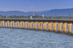 Incrocio di ferrovia o della ferrovia il lago Immagini Stock