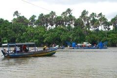 Incrocio di fiume di Preguiças Il ³ di Lençà è parco nazionale di Maranhenses, Maranhão, Brasile Immagini Stock Libere da Diritti