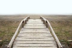 incrocio di legno del ponte sulla montagna Fotografia Stock