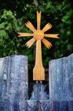 Incrocio di legno lituano di vecchio traditionnal Fotografia Stock Libera da Diritti