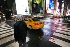 Incrocio di New York alla notte fotografia stock