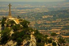 Incrocio di pietra, altezza 14 metri, Puig de Sant Salvador fotografia stock libera da diritti