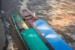 Incrocio di traghetto dalla Tailandia nel Laos fotografia stock