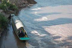 Incrocio di traghetto dalla Tailandia nel Laos fotografia stock libera da diritti