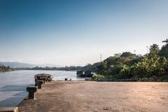 Incrocio di traghetto dalla Tailandia nel Laos fotografie stock libere da diritti