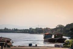 Incrocio di traghetto dalla Tailandia nel Laos immagini stock libere da diritti