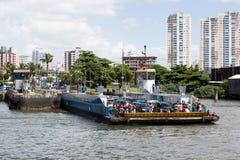 Incrocio di traghetto Santos, Guaruja, Brasile Fotografia Stock