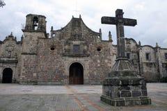 Incrocio e chiesa Immagine Stock