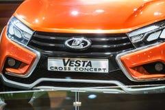 Incrocio Lada Vesta Cross Concept Frammento, griglia di radiatore con il logo Immagini Stock