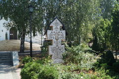 Incrocio ortodosso antico sulla tomba nel monastero santo di Elisovetenskom minsk belarus Immagini Stock Libere da Diritti