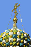 Incrocio sulla cupola del tempio Immagine Stock Libera da Diritti