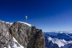 Incrocio sullo Zugspitze, Baviera, Germania della sommità Fotografia Stock