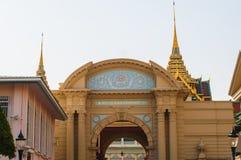 Incurvi l'entrata al grande palazzo, Tailandia Fotografia Stock Libera da Diritti