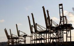 A indústria cranes silhuetas Foto de Stock Royalty Free