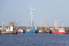 Indústria de pesca - as traineiras estão no porto fotografia de stock