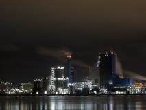 Indústria de Rotterdam na noite Imagem de Stock Royalty Free