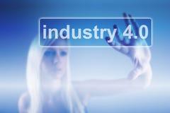Indústria 4 0 fundos do conceito, da mulher e do robô imagem de stock royalty free