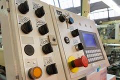 Indústria industrial da planta de fábrica dos botões de interruptores do painel de controle fotos de stock