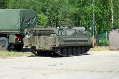 Indústria militar, tanque e caminhão. foto de stock royalty free