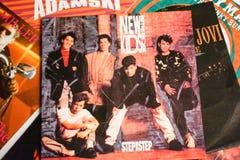 Indústria musical para trás nos anos 90 45 únicos registros do RPM fotografia de stock