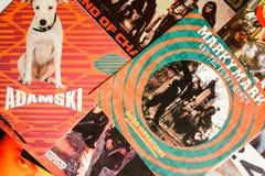 Indústria musical para trás nos anos 90 45 únicos registros do RPM fotografia de stock royalty free