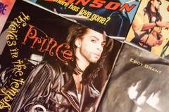 Indústria musical para trás nos anos 90 45 únicos registros do RPM foto de stock