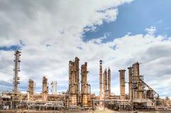 Indústria petroquímica da destilação da refinaria de petróleo Foto de Stock Royalty Free