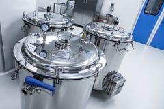 Indústria química, salão com equipamento Fotografia de Stock