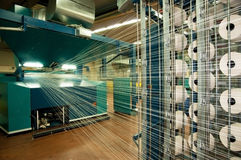 Indústria têxtil (sarja de Nimes) - tecendo Fotos de Stock