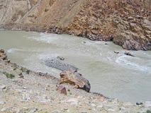 ind-ladakhberg River Valley Arkivbilder